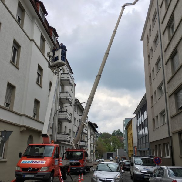 Dachinspektion mit Arbeitsbühnen